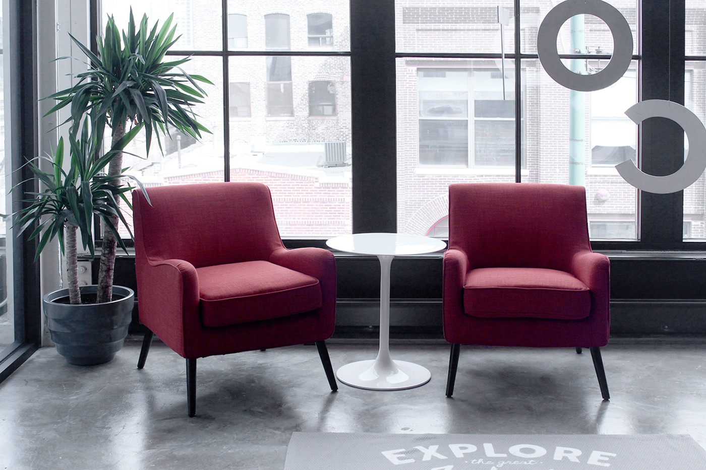 Rightsize creates comfortable areas for spontaneous meeting.